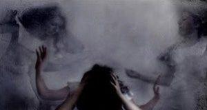 Pintura de uma mulher sendo atormentada por dois espíritos