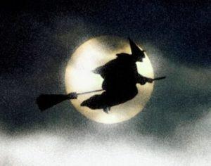 Bruxa voando em vassoura